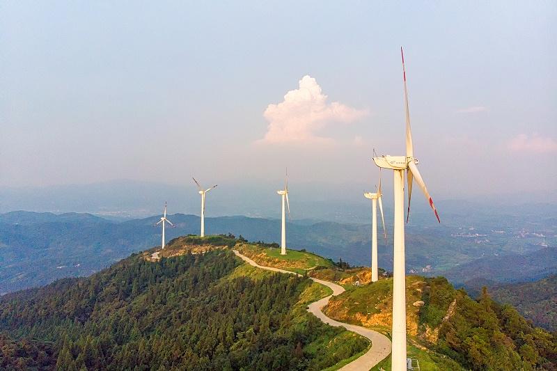 摄图网_501248250_山顶风车风力发电清洁能源(非企业商用)